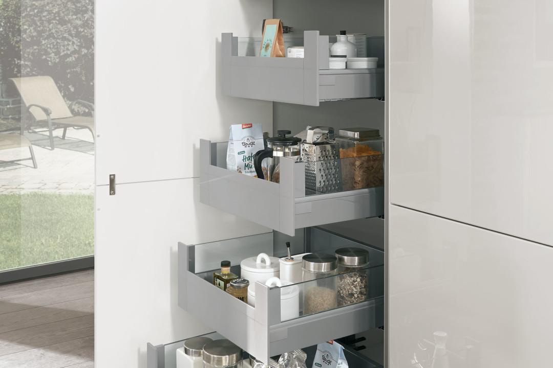 tiroler k chenstudio nobilia k chen modell lux lack. Black Bedroom Furniture Sets. Home Design Ideas